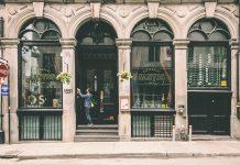 Vitrine urbaine magasin